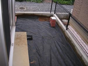 庭に敷いた防草シート